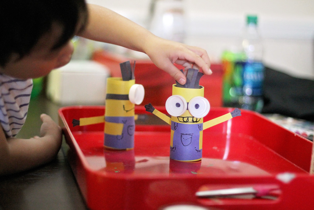 toilet-paper-roll-craft-despicable-me-minions-play
