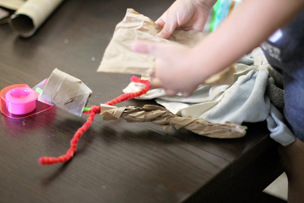 preschool-toilet-paper-roll-bag-pipe-cleaner-craft-groot-5-creating-body